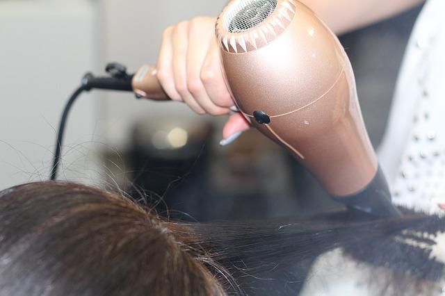 vysoušeč vlasů