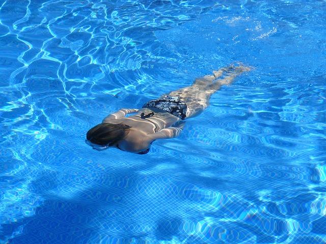 plavání pod hladinou.jpg