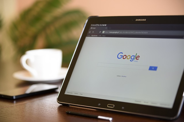 internetový vyhledávač v tabletu