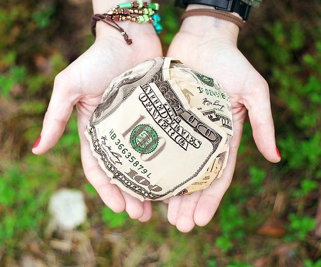 koule z bankovek