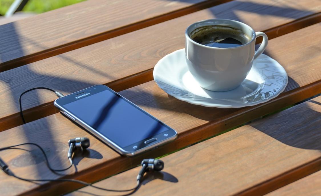 telefon a káva